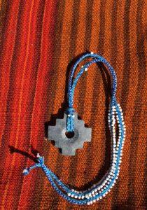 Chakana aan ketting blauw